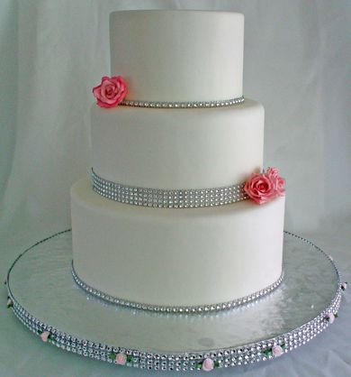 wedding cakes with red roses and bling 1000 images about pink and bling wedding cakes on 26098