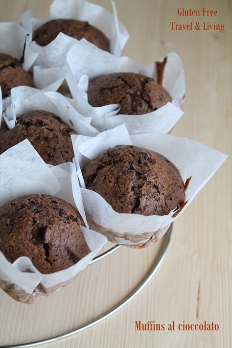 Muffin senza glutine al triplo cioccolato ! Due ciotole, un cucchiaio di legno e diamo il via alle danze! I muffins al cioccolato senza glutine più buoni che ci siano, un video ve lo dimostrerà.