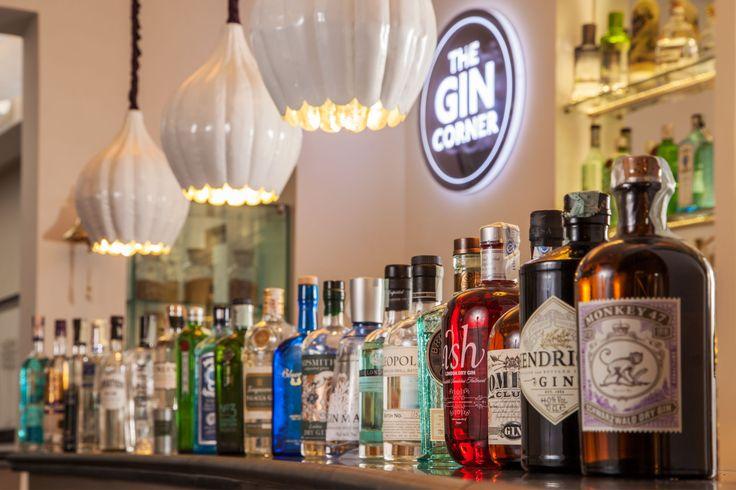 Shakerato, non mescolato. Martini, Gin & Tonic, White Lady e così via. Sono alcuni dei miscelati di The Gin Corner, nuovo locale tematico che porta a Roma più di 60 etichette di gin da tutto il mondo. Per cultori del genere, e non solo.  60 etichette di gin provenienti da tutto il mondo, due bartender bravi, giovani e preparati, una vetrina con ginepro ed altre erbe e spezie: ecco a voi i botanicals, pardon, gli ingredienti di The Gin Corner, primo gin bar italiano, aperto lo scorso giugno a…