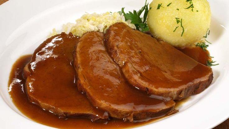 Brasato con canederli, ricette invernali, arrosto di carne con sugo e canederli