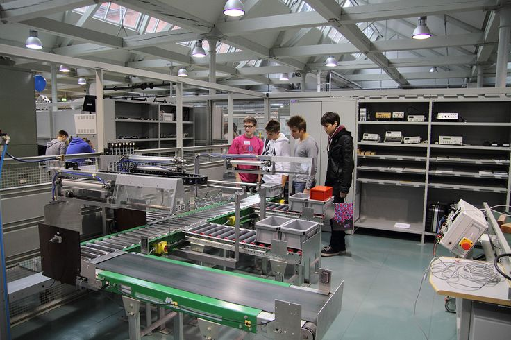Electrical Engineering -Laboratory of Technobothnia in Vaasa, Finland. Photographer: Markku Kuusinen