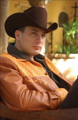 "Valentín Elizalde Singer Valentín Elizalde Valencia was a Mexican banda music singer gunned down in an ambush. Known by the nickname ""El Gallo de Oro"", his biggest Banda hits included ""Vete Ya,"" ""Ebrio de Amor"", "" Vete Con ... Wikipedia  Died: November 25, 2006, Reynosa, Mexico Children: Jesus Elizalde, Francisco Elizalde, Joel Elizalde, Sergio Elizalde, Lidia Elizalde Siblings: Francisco Elizalde, Joel Elizalde, Sergio Elizalde, More"