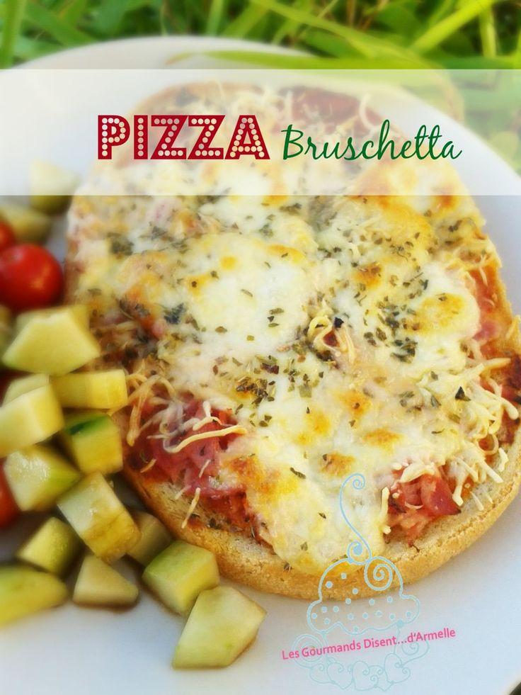 Une manière rapide de faire une pizza.... la bruschetta ! Il s'agit généralement d'une tartine de pain grillée frottée d'ail, arrosée d'huile d'olive et garnie de petits morceaux de tomates, assaisonnée de basilic. À la fois la tartine elle-même, et,...