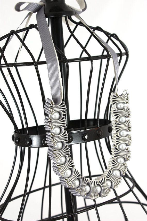 Grey and Cream Pleat and Pearl Ribbon Necklace por maneggi en Etsy, $44.00