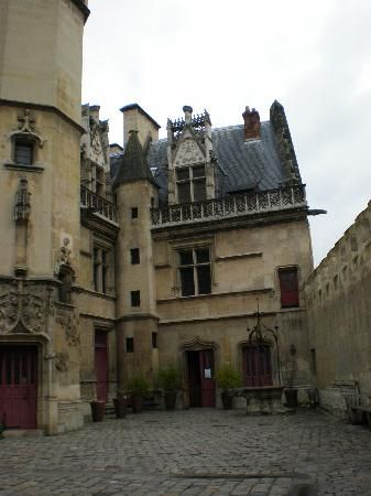 Musee National du Moyen Age-Thermes et Hotel de Cluny: Entrance to Hotel Cluny- Musee du Moyen Age