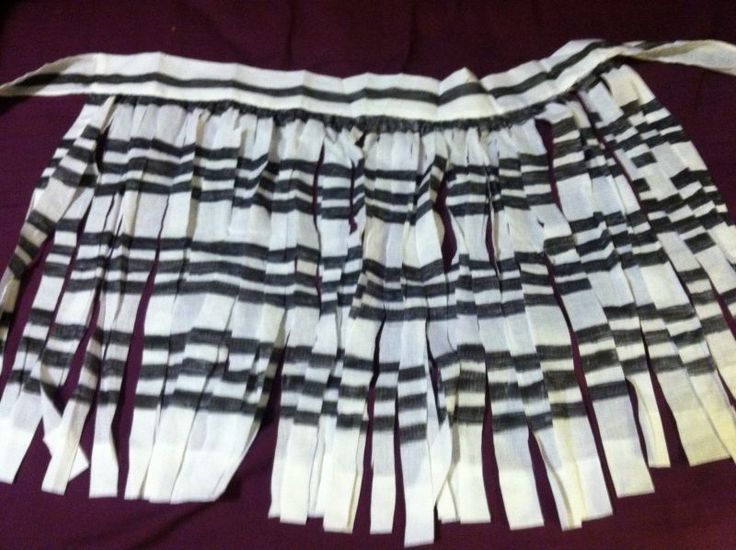 Homemade Piupiu Skirt on a Budget #costumes #diy #maori #piupiu