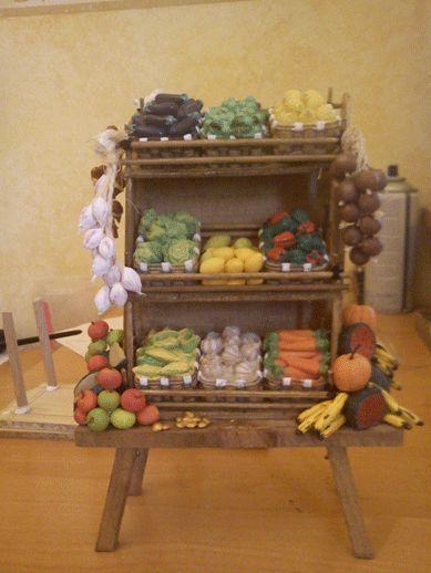 Puesto de mercado de frutas y verduras   -   Market stand fruit and vegetables