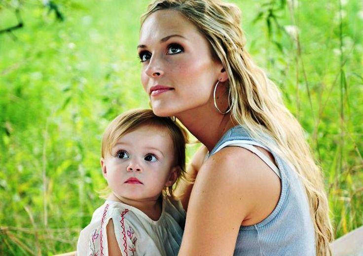 Γιατί να αποφεύγουμε να φιλάμε το παιδί μας στο στόμα; Το φιλί είναι ένα τρόπος εκδήλωσης αγάπης των γονιών προς το παιδί τους.
