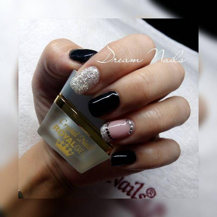 #Nailart #elegantnails# gelnails #blacknails #brillnails #frenchnails #swarovski#minimalistnails#crystalnails#royalgel#followme#dreamnails