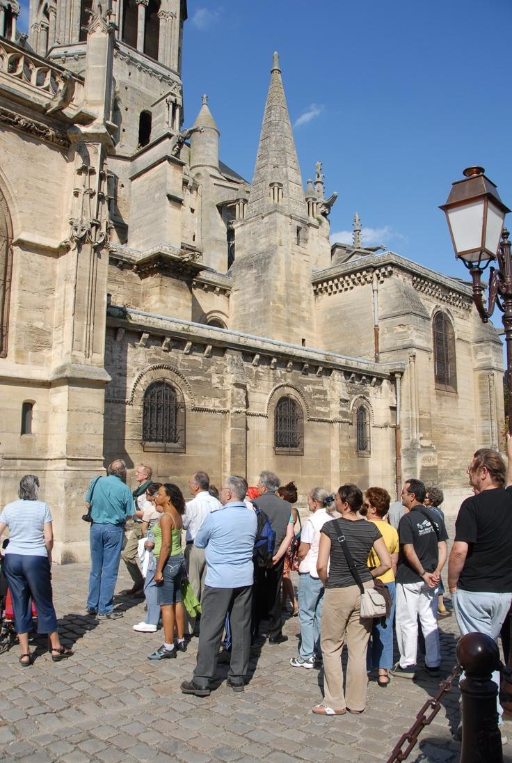 La collégiale Notre-Dame, lieu de Baptême de Louis IX, futur saint Louis ... dit Louis de Poissy.