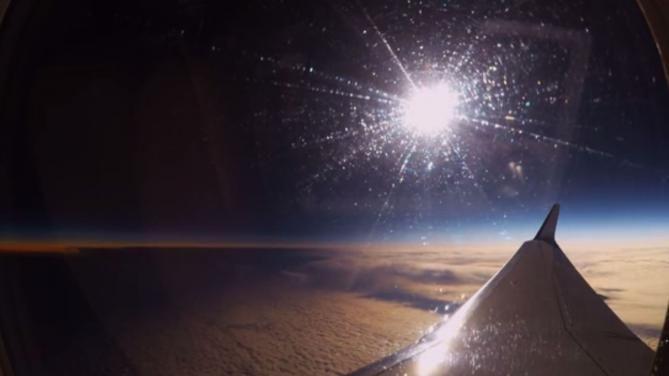 Capture d'écran d'une vidéo de l'eclipse solaire du 20 mars 2015 observée depuis la stratosphère. | GUILLAUME CANNAT / YOUTUBE