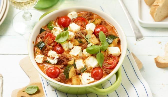 Knackige Zucchini, frisches Hackfleisch überbacken mit Feta - mit diesem leckeren Auflauf-Rezept von MAGGI kommst du in den mediterranen Genuss.
