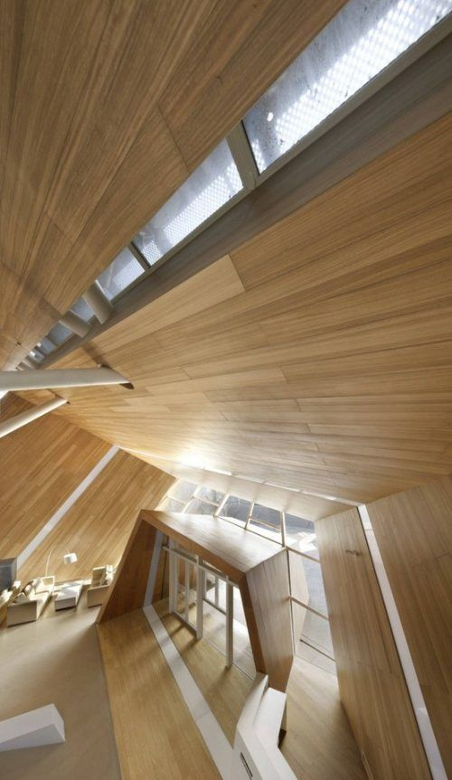Teto com revestimento de madeira.Timber Cladding, Offices Design, Mochen Architects, Interiors Architecture, Architecture Interiors, Modern Architecture, Entrance Halls, Interior Architecture, Wood Architecture