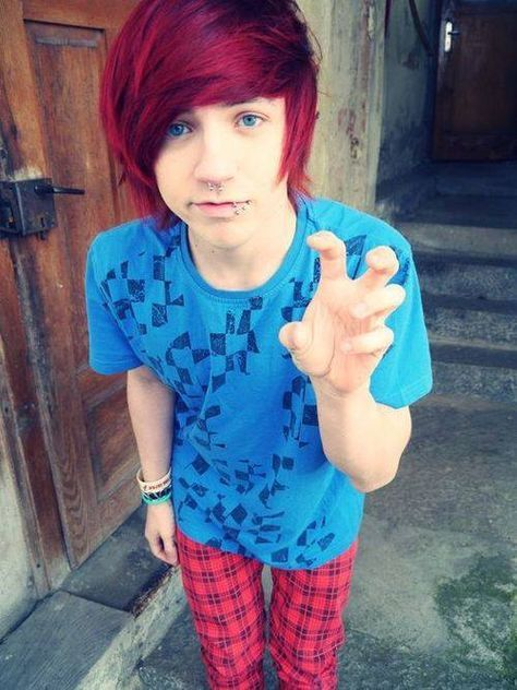 HEYO names Josh im 19 and the son of the Queen of hearts I'd say I'm not like my mom but I have a younger sister jinx and my twin brother jacob