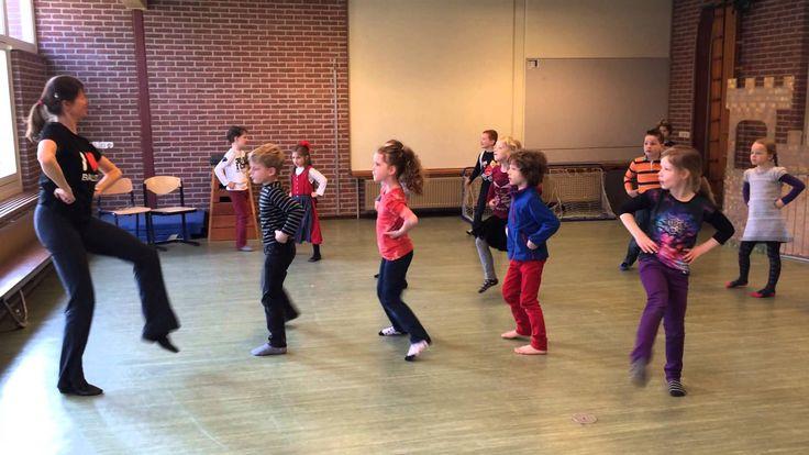 Woeste Willem, dans met groep 3 op muziek van Herman van Veen