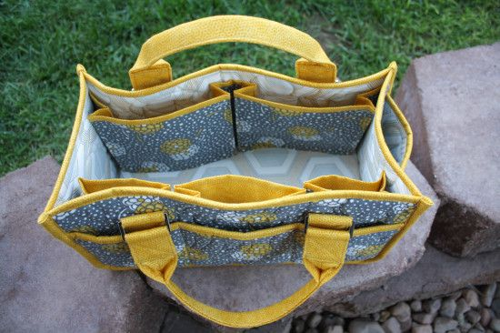 Purse Palooza :: Pattern Review : By Annie's Catch All Caddy http://sewsweetness.com/2014/10/purse-palooza-pattern-review-annies-catch-caddy.html