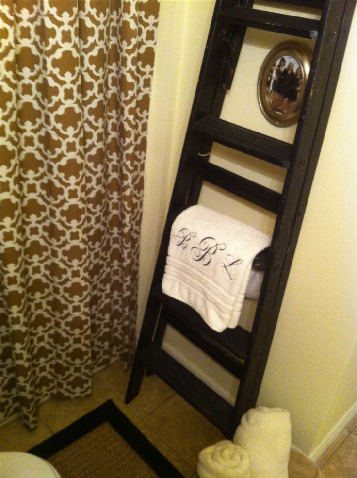 Tiny apartment bathroom decorating ideas regular curtains for Bathroom decor at target