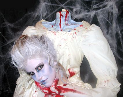Headless Woman Optical Illusion - http://www.moillusions.com/headless-woman-optical-illusion/