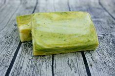 Mit dieser Seife werden auch Morgenmuffel munter. ;-) Lemongras- und Pfefferminzöl sorgen für einen Frischekick am Morgen und nach dem Sport.