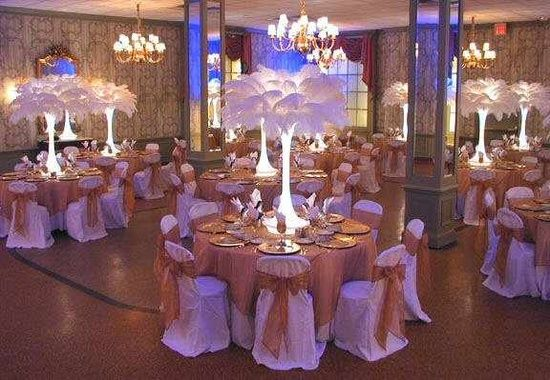 Sweet Sixteen Masquerade Ball Decorations | Alexis' Sweet 16 Masquerade Ball Ideas / Ostrich feather centerpiece