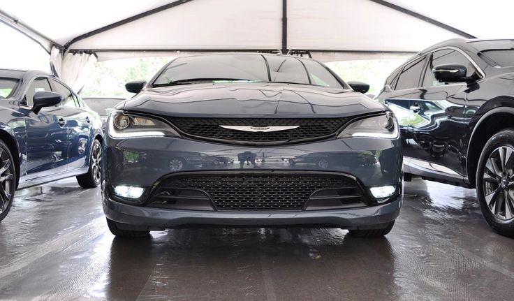 2015 Chrysler 200S Brings Exclusive Ceramic Blue Paint, Dark Alloys and Sport Seats
