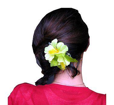 Przypinka hawajska mała, żółta.  Przypinki do włosów są świetnym pomysłem. Wcale nie musisz korzystać z usług fryzjera, aby stworzyć niepowtarzalną fryzurę. Rozpuść włosy, lub delikatnie je upnij, dodaj przypinkę w hawajskim stylu i gotowe- wyglądasz niesamowicie! :)