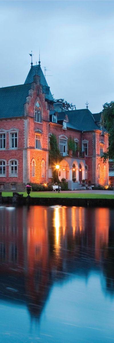 Romantikk på slottet er en storslått overnatting for to i eventyrlige omgivelser! Gavekortet inkluderer overnatting i dobbeltrom og toretters middag. Gaven hun husker!