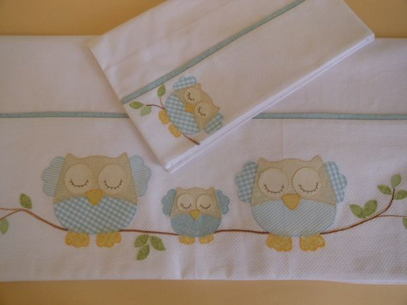 Jogo de lençol para berço contendo 3 peças. Lençol de cima com vira em piquet…