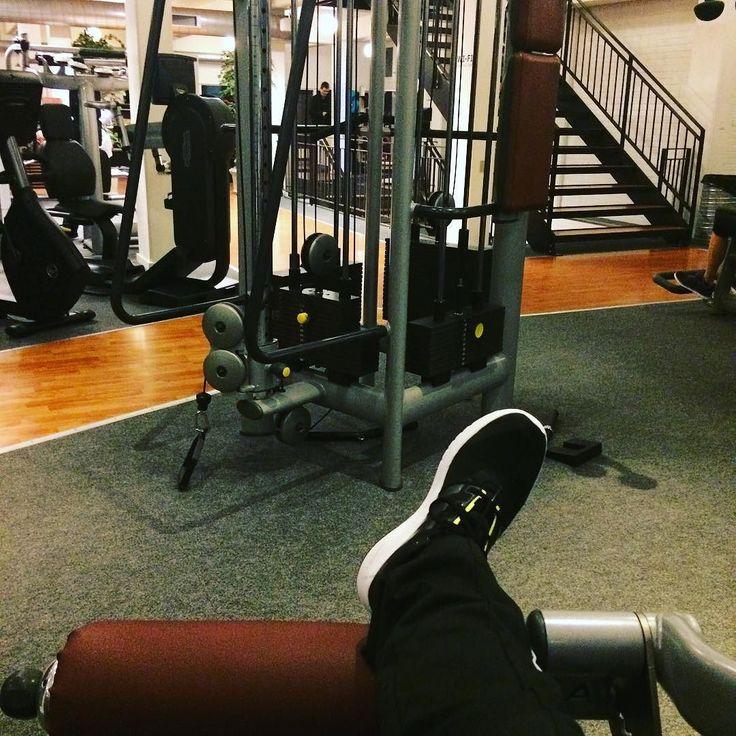 Tidlig morgentræning og ingen mennesker  #workout #fittness #weighlifting #storstodder by danieljordan429