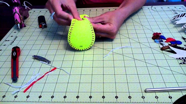 How to make a softball bow. Could do baseball bows too for daddy's little baseball sidekick