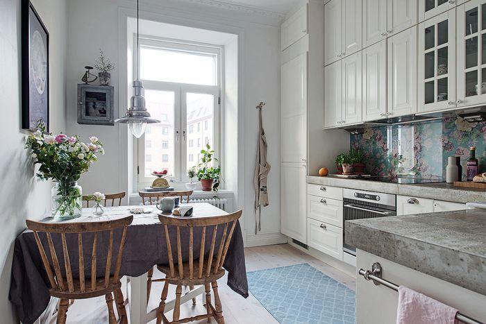 Небольшая и очень уютная кухня