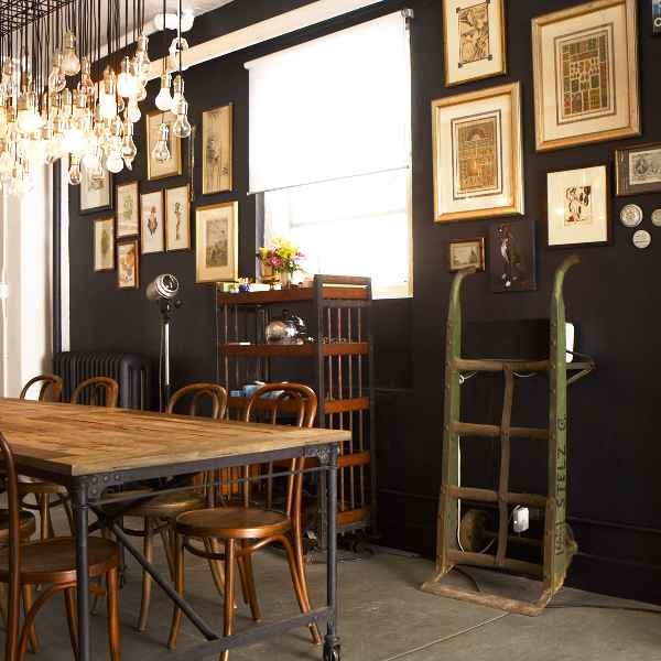 I LOVE ALL THE DIFFERENT ERAS AND STYLES SHOWN :) SAYS A LOT ABOUT THE OWNER... ITS ALWAYS GREAT WHEN YOUR DECOR CAN BE PART OF THE CONVERSATION.