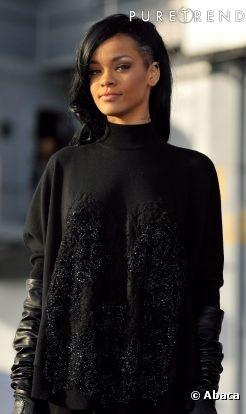 """Confira o novo corte de cabelo de Rihanna: A cantora segue a tendência """"sidecut"""""""