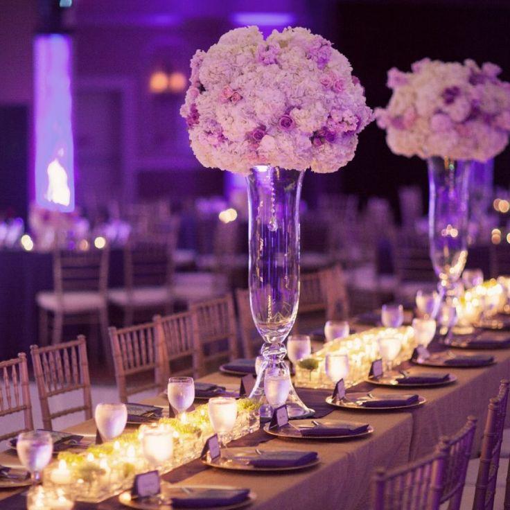 #Lila #Hochzeitsdekoration mit #Blumen.  #Purple #Wedding #Decor with #flowers.