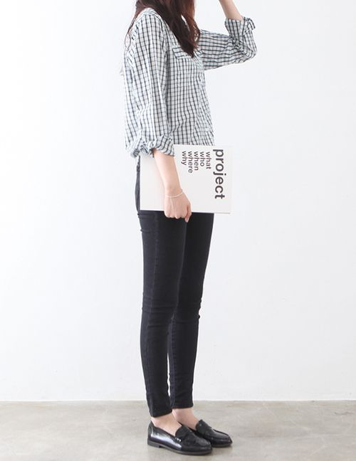 patterned button-down + slim pants + loafers