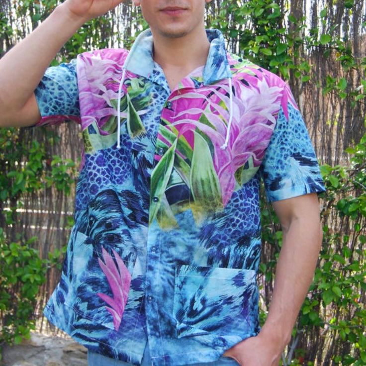 Go floral! Cool guys only...  Last unit on sale! #mensfashion #guayabera #MXD #handmade #madeinspain #outoftheordinary #positivepeople #positivevibes