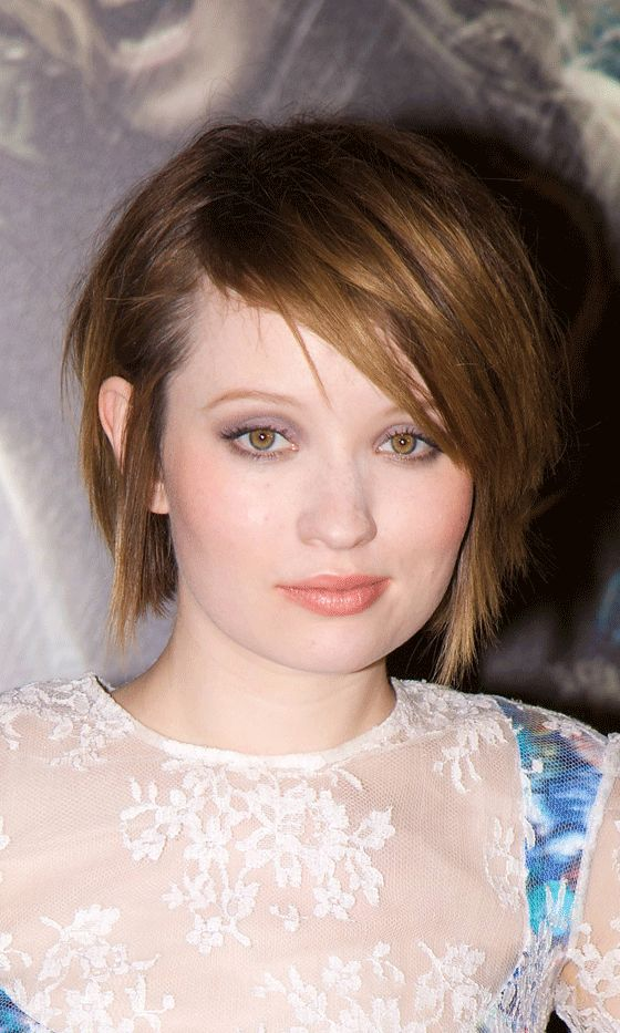 Emily Browning Shows Off The Best Way To Grow Out A Pixie Crop With A Side Parted Short Hairstyle, 2011