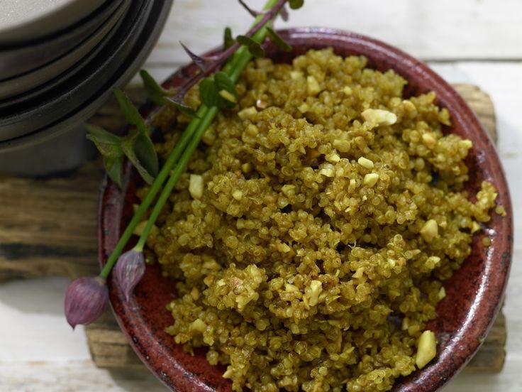 Gebratener Quinoa mit Curry und Mandeln | Kalorien: 178 Kcal - Zeit: 25 Min. | http://eatsmarter.de/rezepte/gebratener-quinoa