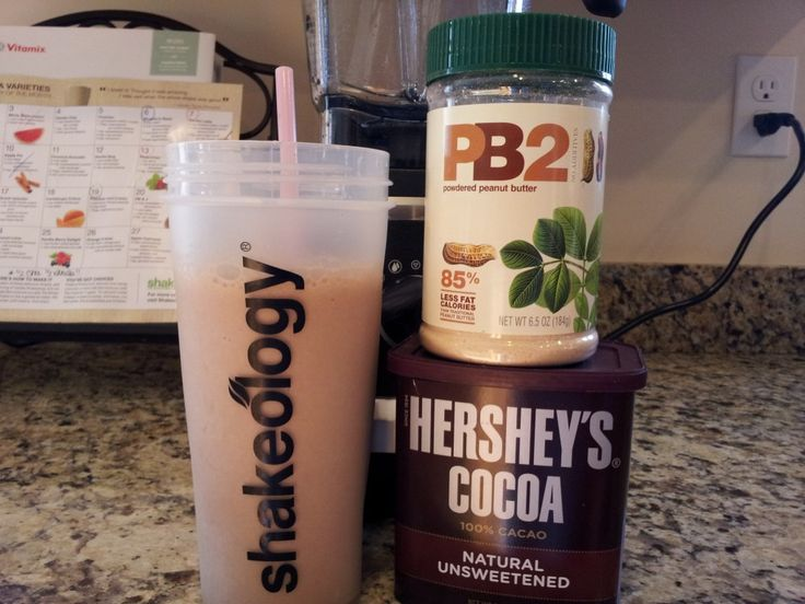 Reese's Peanut Butter Cup Vanilla Shakeology - Lisahov's Health & Fitness. 1 scoop of Vanilla Shakeology 1 tsp of dark chocolate cocoa 1 tbsp of peanut butter (or 2 tbsp of PB2) 1 cup of unsweetened almond milk 6-8 ice cubes