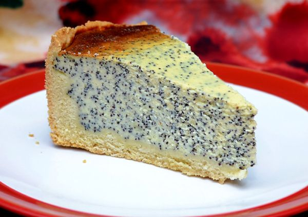 """[gallery ids=""""5616″ type=""""rectangular""""] Last bank holiday weekend I decided to make a poppy seed cake and after long deliberation I decided on a cheesecake. But not everythi…"""