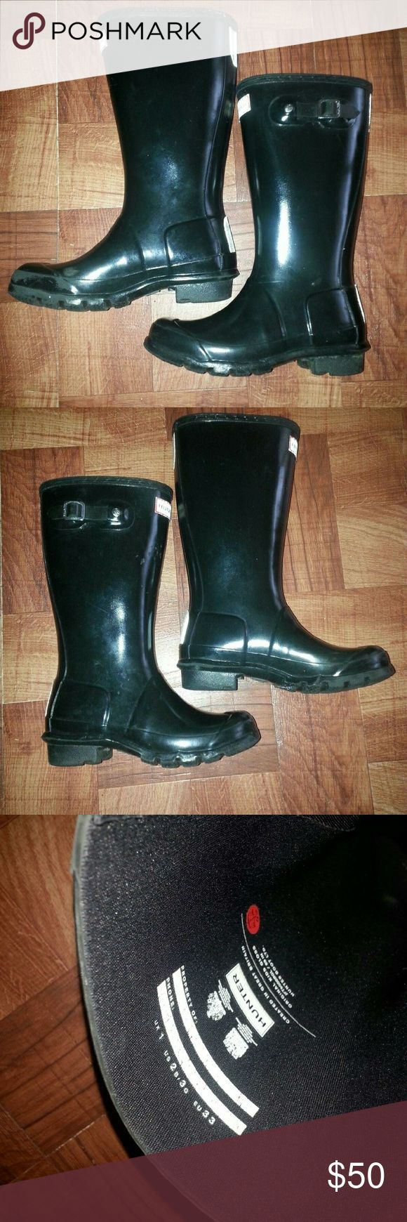 Hunter Boots Unisex Black Big Kid Shiny Hunter Boots great for boy or girl. Some stratches and scruffs but still have life left. Can be cleaned with Hunter Boots cleaning spray. Fits boys size 2y or girls size 3y.  Hunter Shoes Rain & Snow Boots