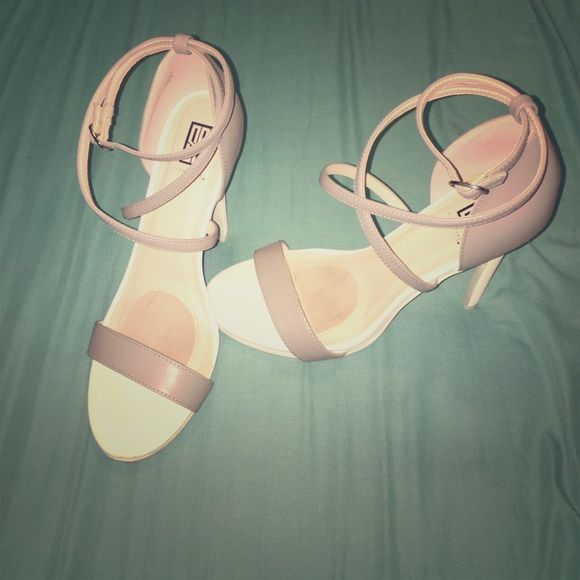 Sexy Strappy Neutral Heel Sandals Like-new condition! White & taupe colors. Perfect for date night or as an alternative to the usual neutral heel. Brand is Signature& style is Justis in Grey/White. Purchase includes original box. Shoe Dazzle Shoes Heels