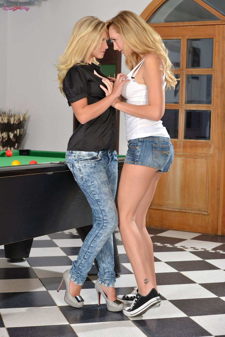 lesbian girls play