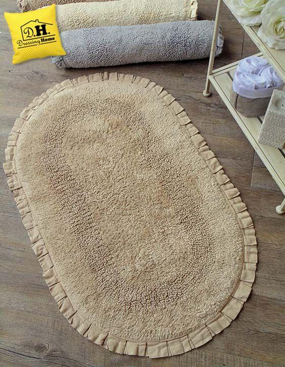 un delicatissimo beige per questo elegante tappeto bagno in stile shabby chic con frill