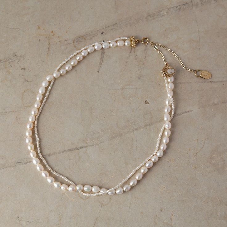 [Envelope online shop] junco paris pearl necklace Lisette Accessories Real pearl necklace that designed in a bundle with very tiny pearls chain pairing with big pearls. A very pretty Cameo ornament attaches at the end, a simple but sophisticated finishing.