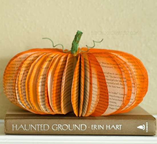 Homemade Pumpkin with an old book #DIY / Zucca Fai Da Te con un vecchio libro - by GreenMe