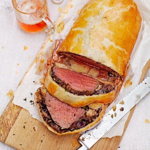 1 Verwarm de oven voor op 200ºC. Wrijf deossenhaas in met zout, peper en olijfolie.    2 Smelt de helft van de boter in een panmet anti-aanbaklaag op middelhoog vuur.Laat het vlees rondom dichtschroeien,neem het uit de pan en...