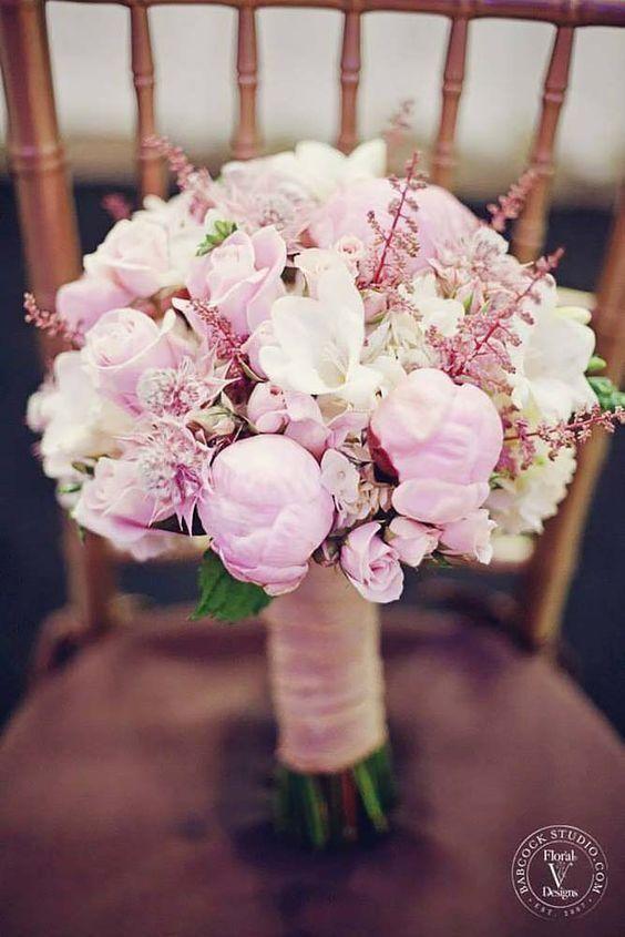 różowy bukiet ślubny