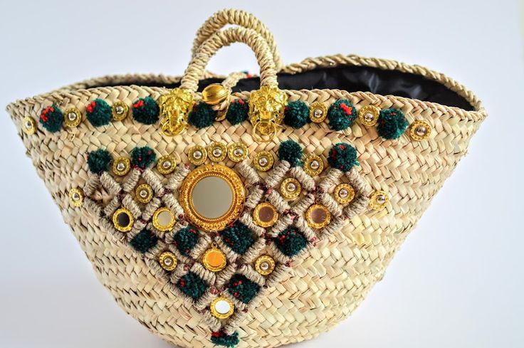 Sicilian Straw Coffa Bag idea #coffasiciliana coffa, borsa in palma nana decorata con nappine e pom pom colorati #handmade #diy #idee #fattoamano #sicilia
