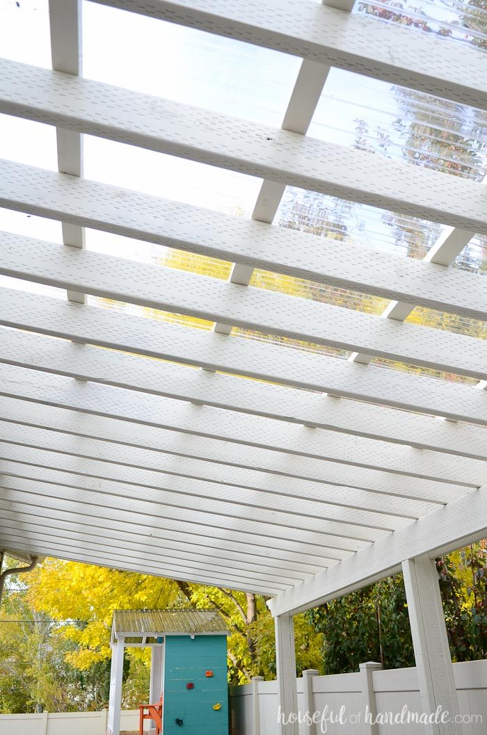 This patio is perfect for creating an outdoor dining area. The clear pergola roof is perfect for creating a room that can be used all year. Housefulofhandmade.com